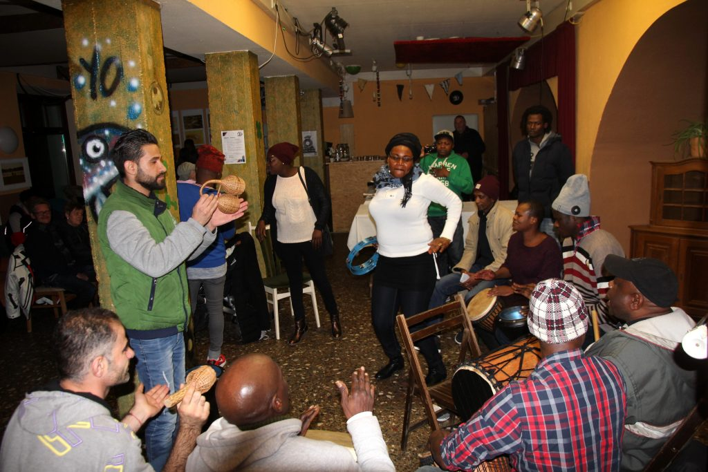 Afrkaischer Tanz mit Syrischen Gästen